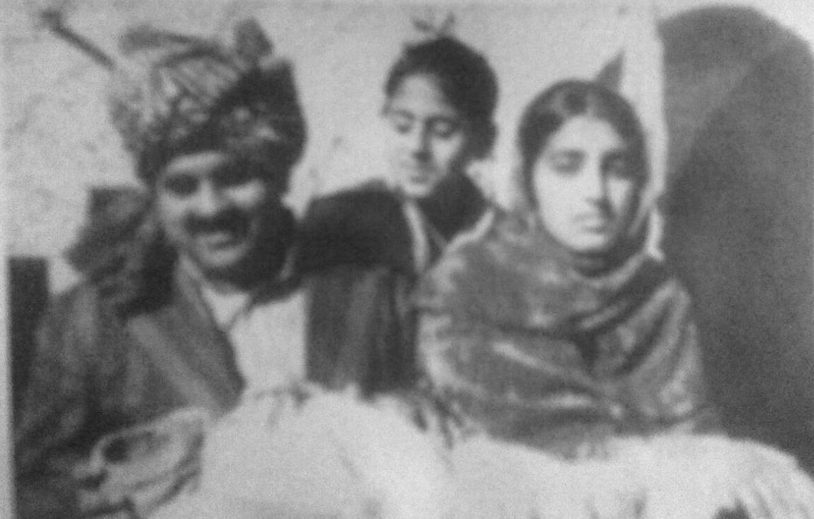 Naila Gul Sapna Qazi, in the lap of her father Maqsood Gul. Her mother Gulnadr Badr and uncle Qazi Manzar Hayat also seen in the picture - Sindh Courier
