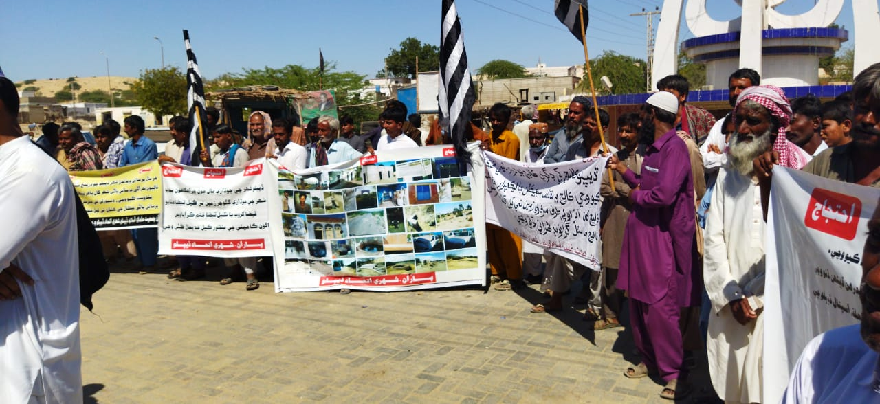 Citizens of Diplo town stage demonstration - Sindh Courier-2