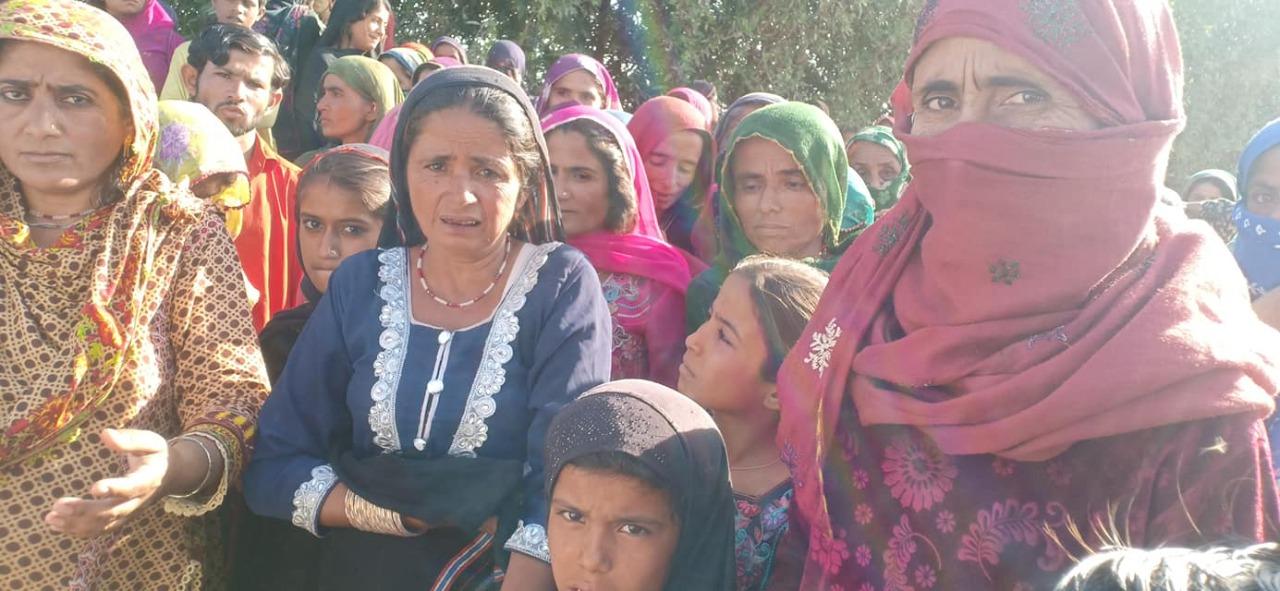 Land Grabbers their goons attack village near Thatta- Sindh Courier-1