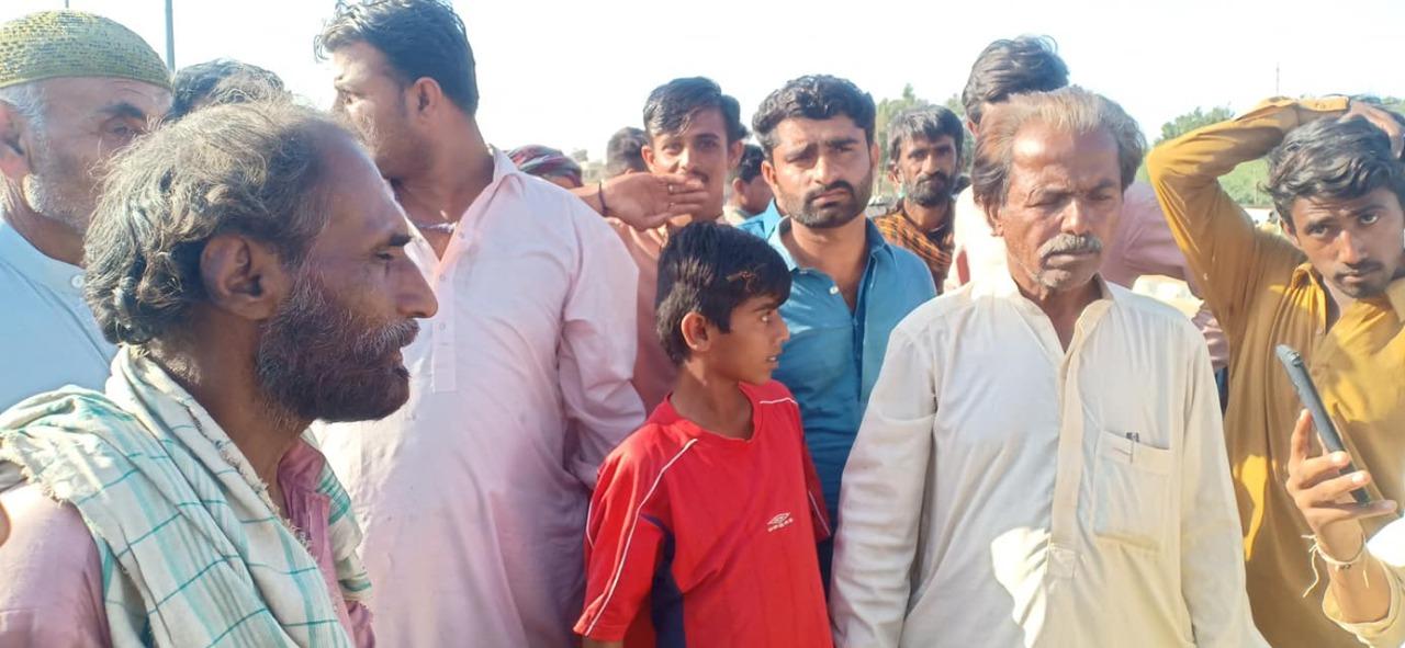 Land Grabbers their goons attack village near Thatta- Sindh Courier-2