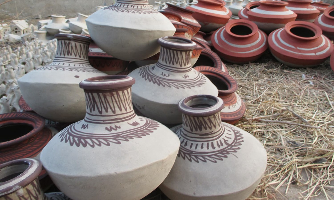 Increasing earthenware sale brings joy to potters- Sindh Courier-2