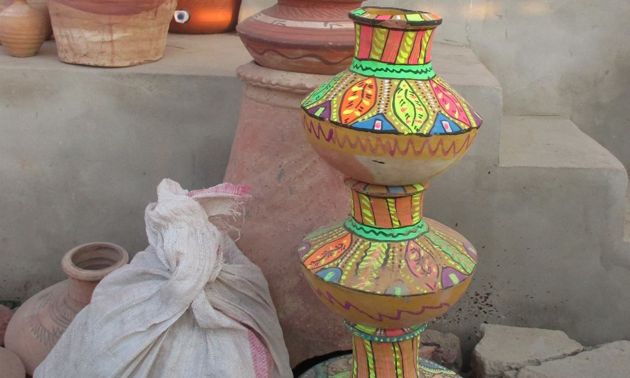 Increasing earthenware sale brings joy to potters- Sindh Courier-3