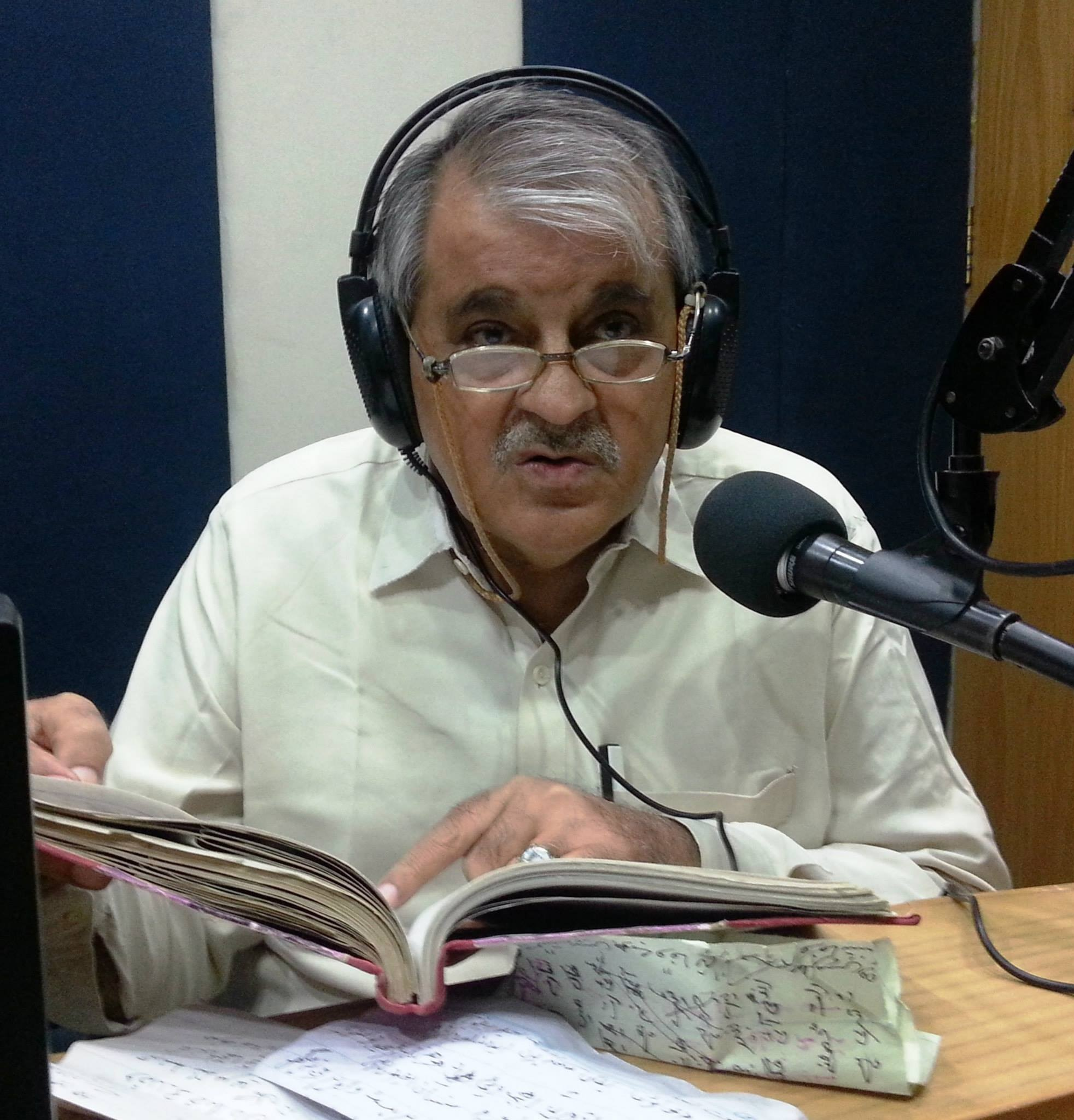 Words Are Pearls, Full of Colors And Whiff- Maqsood Gul- Sindh Courier-in a Radio Program at Hot FM 105