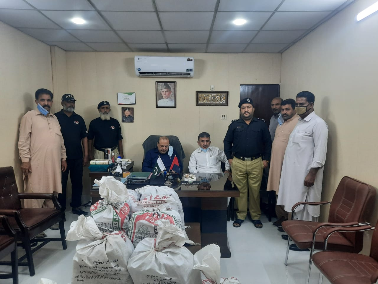 Karachi Excise Police seize 300kg hashish from a car - Sindh Courier-2