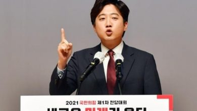 Photo of Lee Jun-Seok Phenomenon: Time to change or the current two-party system will crumble down completely