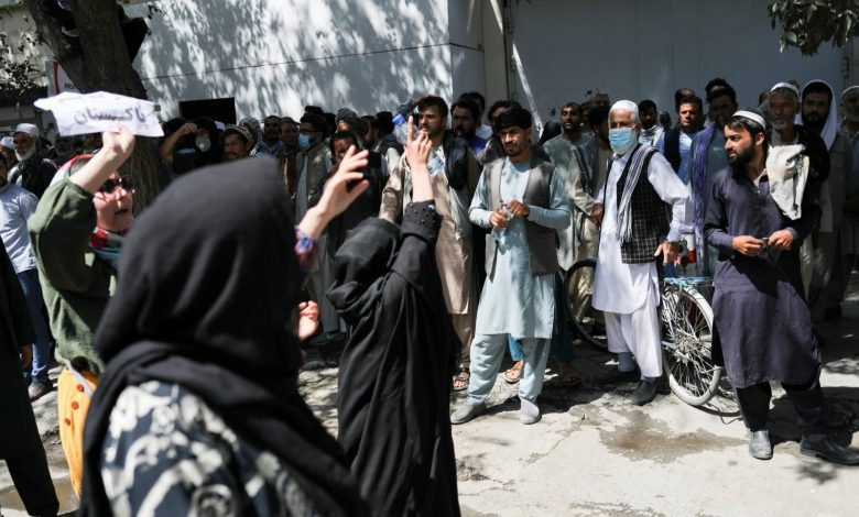 Photo of Afghan women protest as Taliban unveils govt. without females