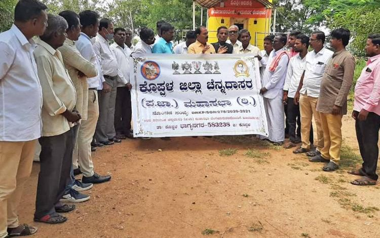 Photo of Dalit family fined Rs.23000 for entering Karnataka temple