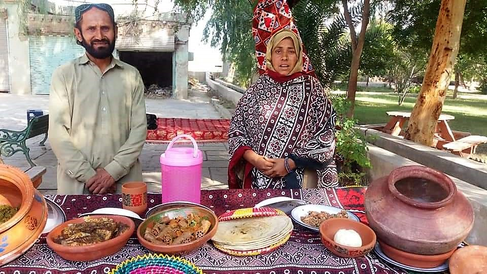 Hakim Zadi and her Sindhi Food Stall - Fish, Butter, Dal Beh and Rice Roti - Sindh Courier